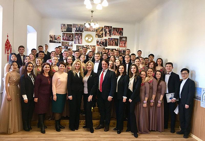 Мішаний хор «Резонанс» з членами державної екзаменаційної комісії