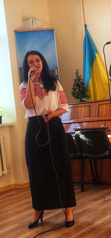 Хор студентів заочної форми навчання, керівник доцент Зоя Софроній, концертмейстер Олена Бондар